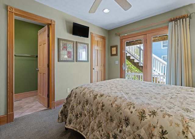 King Master Suite (3) - Mid Level