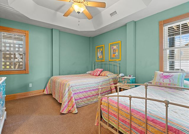 Queen & Day Bed Bedroom - Ground Level