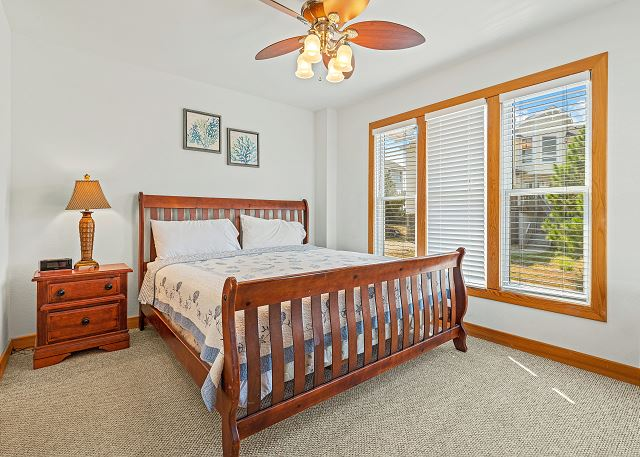 King Master Suite (2) - Mid Level