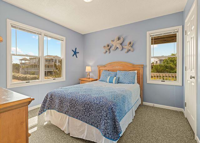 Queen Bedroom - Mid Level