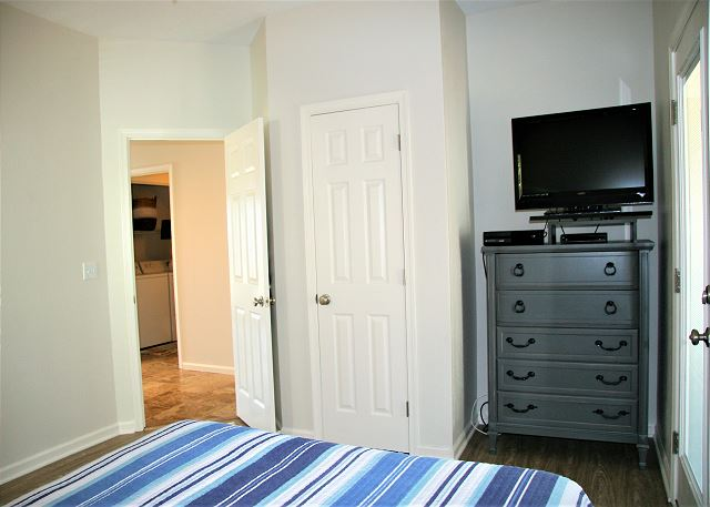 Queen Bedroom Entry Level of Just Fore Fun, a 4 bedroom, 3.5 bathroom vacation rental in Corolla, NC