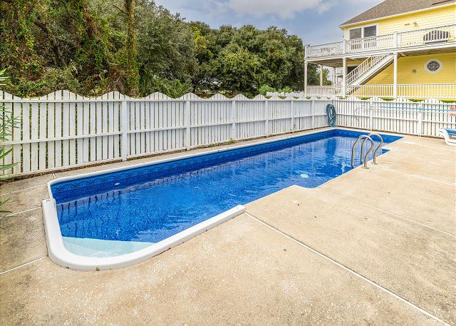 Private Pool: open mid-May to mid-Oct.