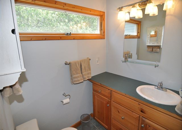 King Master Bathroom Top Level of Manhattan South, a 5 bedroom, 4.0 bathroom vacation rental in Southern Shores, NC
