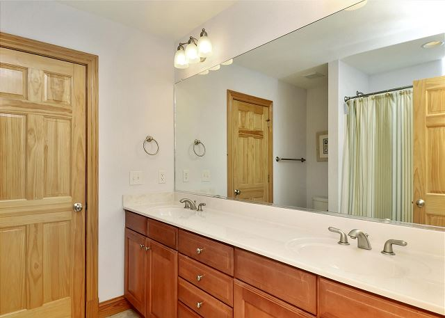 Hall Bathroom Mid Level Thanks Dad is a 6 bedroom, 5.5 bathroom vacation rental in Corolla, NC