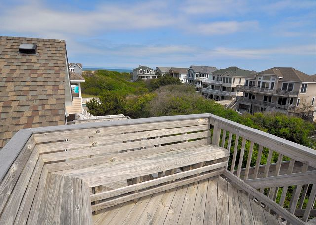 Rooftop Desk OB Wave is a 5 bedroom, 3.5 bathroom vacation rental in Corolla, NC