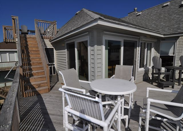 Sun Deck Ocean Side of Time To Coast, a 6 bedroom, 4.5 bathroom vacation rental in Corolla, NC