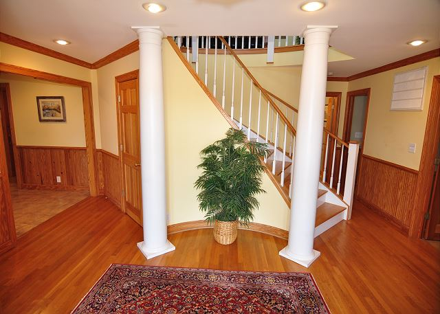 Entry Level Foyer of Silver Creek, a 5 bedroom, 4.5 bathroom vacation rental in Southern Shores, NC