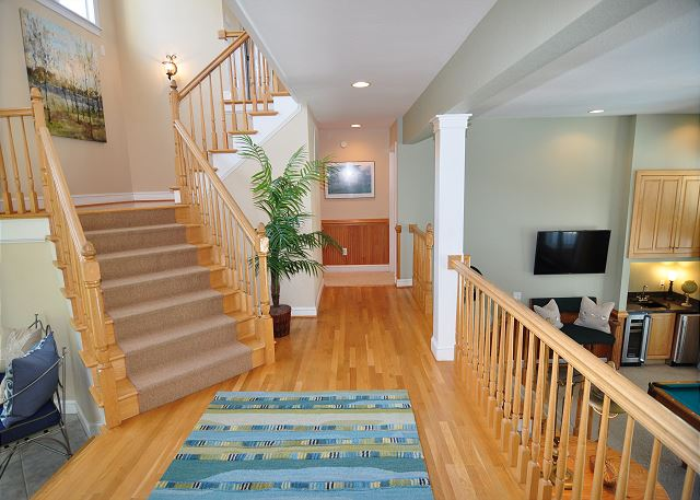 Landing Mid Level of Tranquility Farms, a 7 bedroom, 5.5 bathroom vacation rental in Corolla, NC