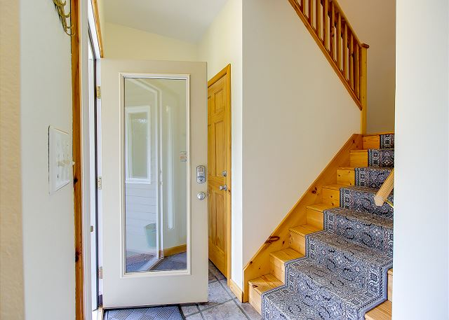 Entry way of Manhattan South, a 5 bedroom, 4.0 bathroom vacation rental in Southern Shores, NC