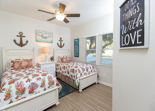 Twin Bedroom Entry Level of Just Fore Fun, a 4 bedroom, 3.5 bathroom vacation rental in Corolla, NC