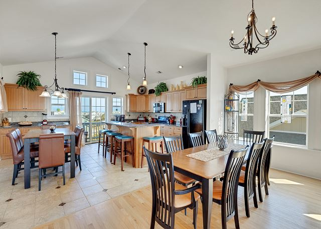 Dining Areas - Top Level