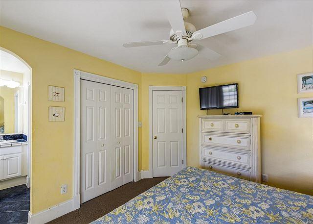 King Master Bedroom (1) - Mid Level