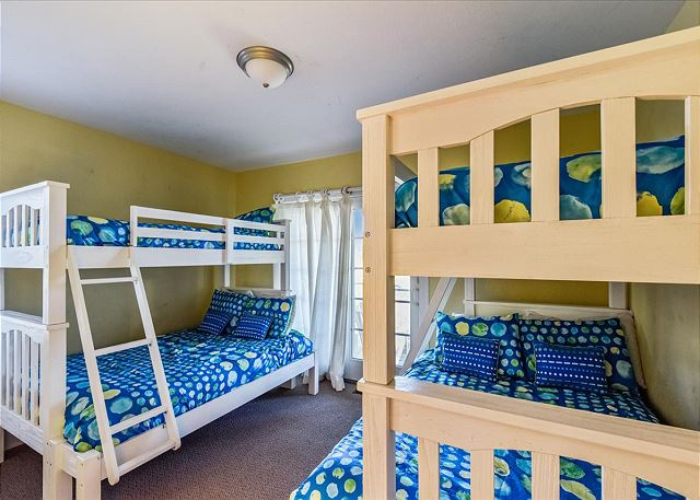 Double Bunk Bed Master Suite - Mid Level