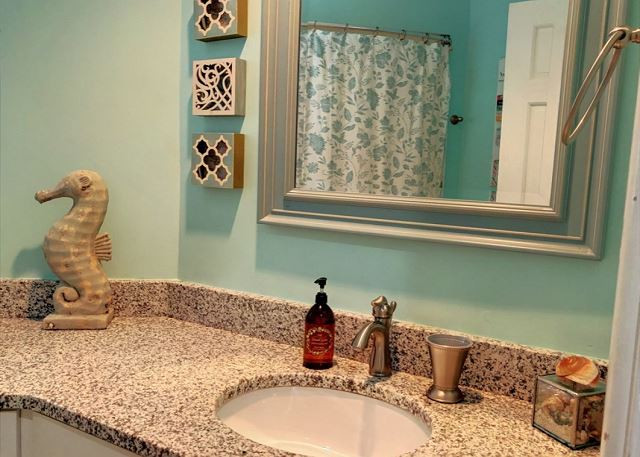 Hall Bath Mid Level of Sandy Heels, a 4 bedroom, 3.5 bathroom vacation rental in Corolla, NC
