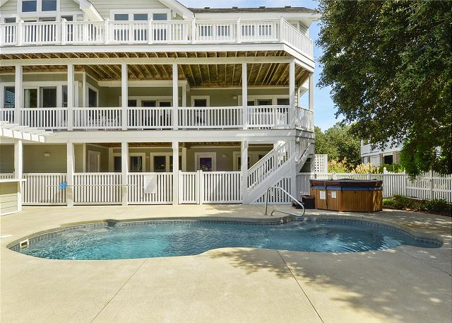 Private Pool of Thanks Dad, a 6 bedroom, 5.5 bathroom vacation rental in Corolla, NC