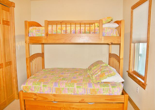 1st Pyramid Bunk Room with Trundle Mid Level