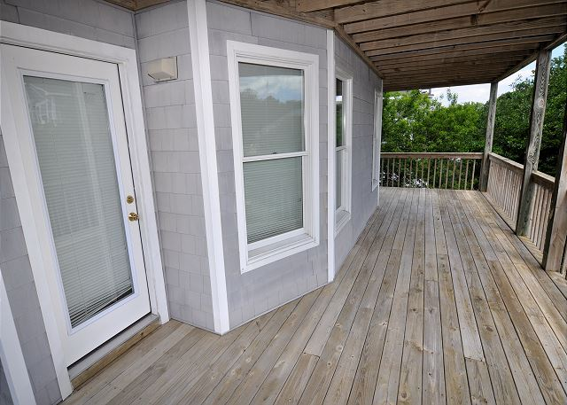 Deck of Sunset Strip, a 5 bedroom, 3.0 bathroom vacation rental in Corolla, NC
