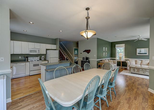 Dining area of A Tar Heel State of Mind, a 4 bedroom, 3.0 bathroom vacation rental in Corolla, NC