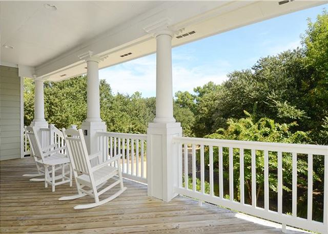 Deck Mid Level of Thanks Dad, a 6 bedroom, 5.5 bathroom vacation rental in Corolla, NC