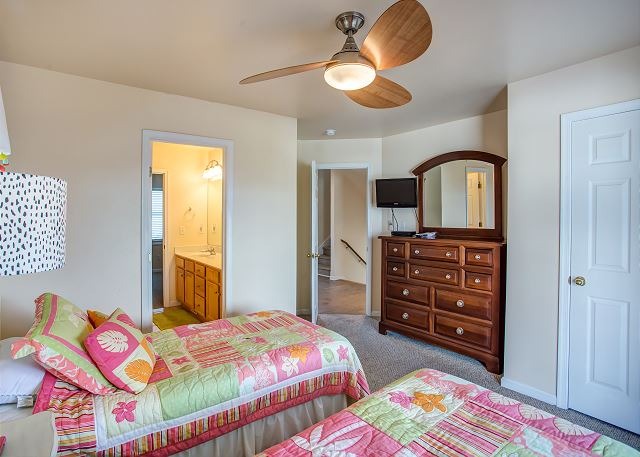 Twin Bedroom Mid Level of Just Peachy, a 4 bedroom, 4.5 bathroom vacation rental in Kill Devil Hills, NC