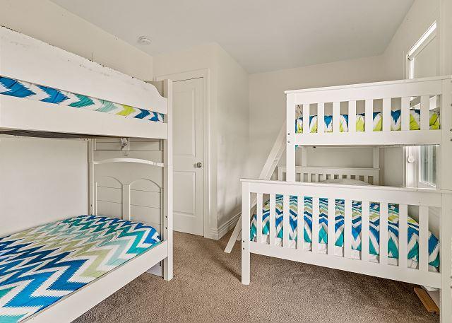 Double Bunk Bedroom Master - Mid Level