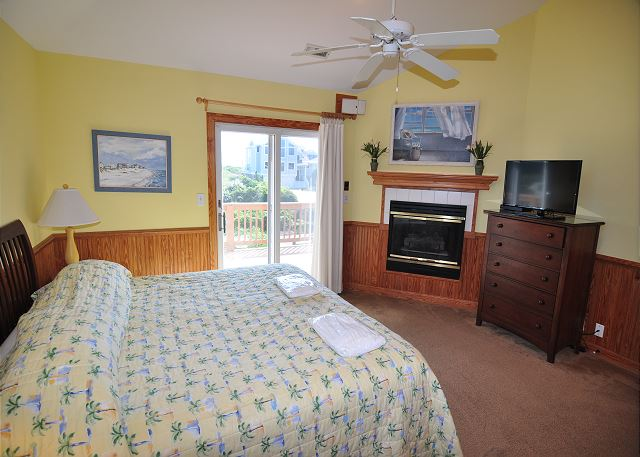 2nd King Master Bedroom Top Level of Silver Creek, a 5 bedroom, 4.5 bathroom vacation rental in Southern Shores, NC