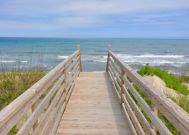 Beach Access OB Wave is a 5 bedroom, 3.5 bathroom vacation rental in Corolla, NC