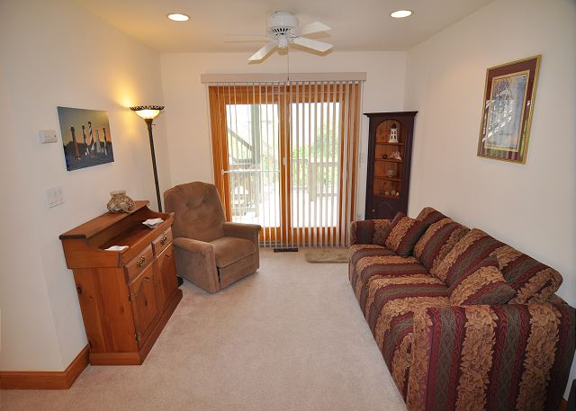 Sitting Room Mid Level OB Wave is a 5 bedroom, 3.5 bathroom vacation rental in Corolla, NC