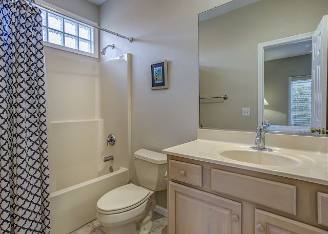 Queen Master Bathroom Mid Level of Heron Haven, a 5 bedroom, 4.5 bathroom vacation rental in Corolla, NC