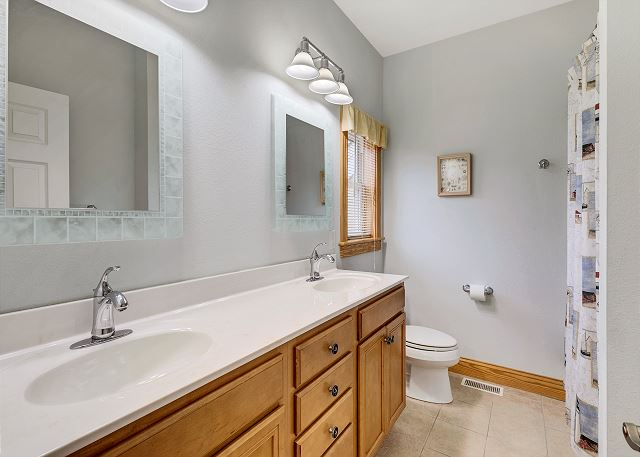 Second King Master Bath - Entry Level
