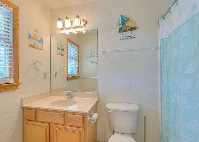 Queen Master Bathroom Mid Level of Sea the Green, a 7 bedroom, 5.5 bathroom vacation rental in Corolla, NC