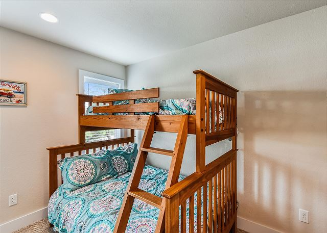Pyramid Bunk Bedroom - Mid Level