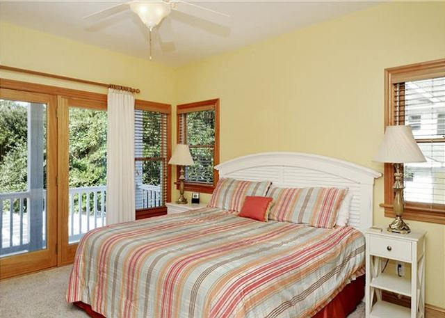 King Master Mid Level of Thanks Dad, a 6 bedroom, 5.5 bathroom vacation rental in Corolla, NC