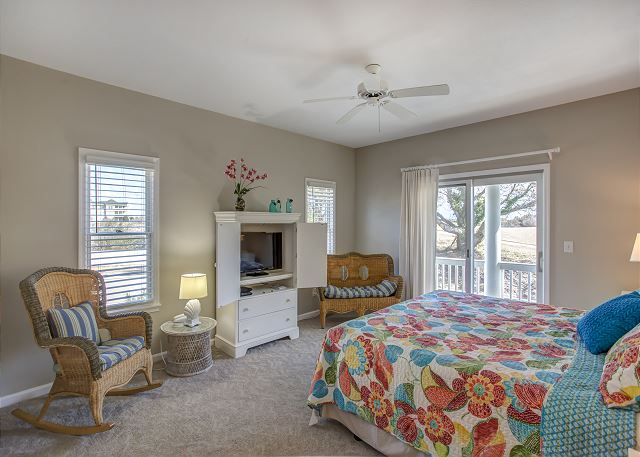 2nd King Master Suite Mid Level of Heron Haven, a 5 bedroom, 4.5 bathroom vacation rental in Corolla, NC