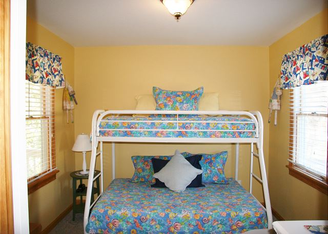 Pyramid Bunk Room Mid Level of Shore Sounds Good!, a 5 bedroom, 4.5 bathroom vacation rental in Corolla, NC
