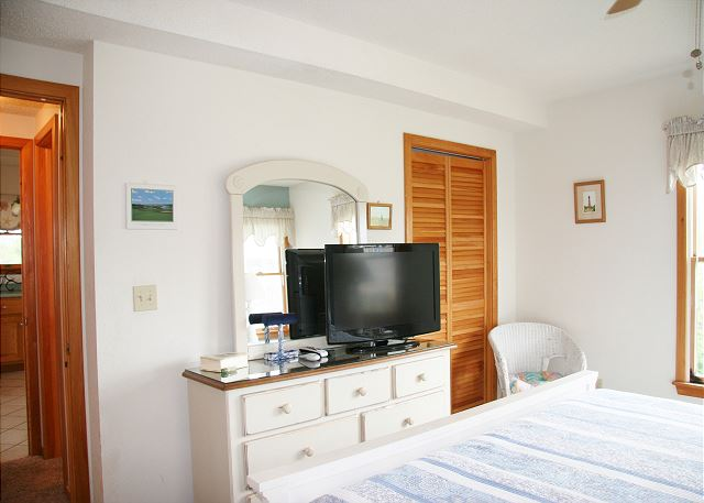 King Master Bedroom Top Level of Far-mor Serenity, a 5 bedroom, 4.5 bathroom vacation rental in Corolla, NC