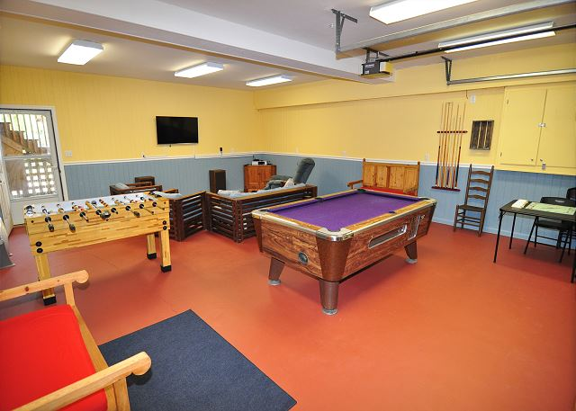 Game Room Ground Level of Manhattan South, a 5 bedroom, 4.0 bathroom vacation rental in Southern Shores, NC