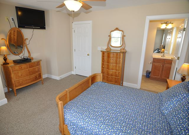 Double Bed Master Suite - Mid Level