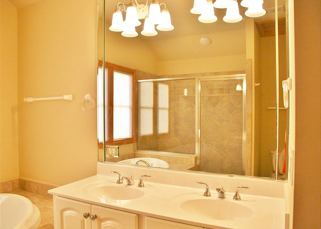 1st King Master Bathroom Top Level of A Perfect 10, a 6 bedroom, 5.5 bathroom vacation rental in Corolla, NC