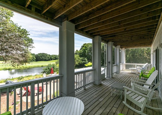 Screened Back Porch mid level of Southern Breeze, a 5 bedroom, 4.5 bathroom vacation rental in Corolla, NC