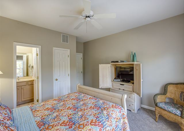 Queen Master Bedroom Mid Level of Heron Haven, a 5 bedroom, 4.5 bathroom vacation rental in Corolla, NC