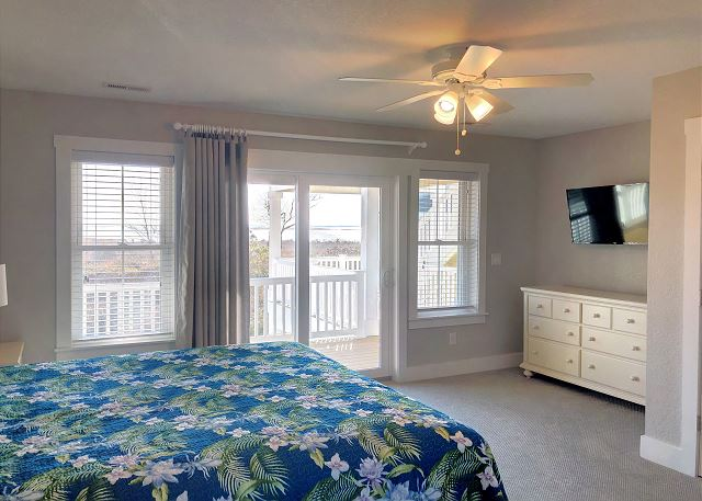 2nd King Master Bedroom Mid Level of Summer Love, a 6 bedroom, 6.5 bathroom vacation rental in Corolla, NC