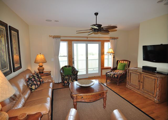 Den Midlevel of Sand Simeon, a 7 bedroom, 7.5 bathroom vacation rental in Corolla, NC