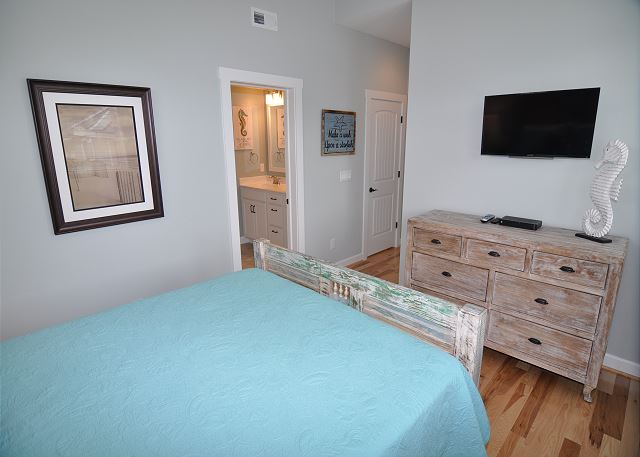 Queen Bedroom Mid Level of Forever 409, a 6 bedroom, 5.5 bathroom vacation rental in Corolla, NC