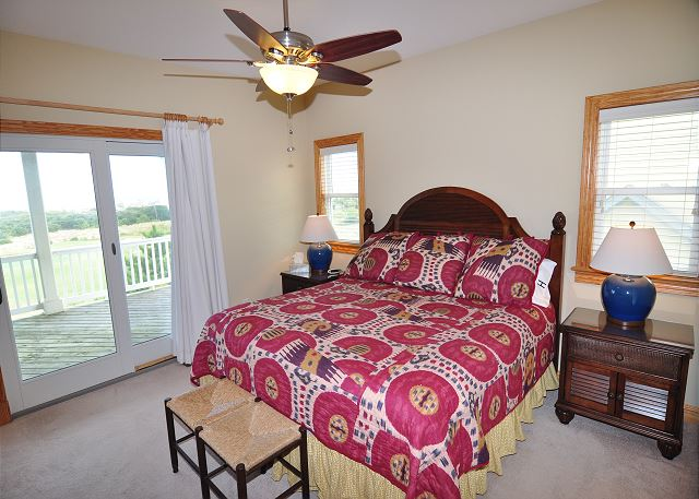 3rd King Master Midlevel  of Sand Simeon, a 7 bedroom, 7.5 bathroom vacation rental in Corolla, NC