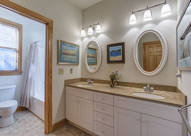 Queen Master Bathroom  Mid Level of Southern Breeze, a 5 bedroom, 4.5 bathroom vacation rental in Corolla, NC