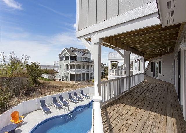 Deck Mid-Level of Summer Love, a 6 bedroom, 6.5 bathroom vacation rental in Corolla, NC