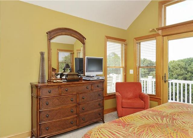 King Master Top Level Thanks Dad is a 6 bedroom, 5.5 bathroom vacation rental in Corolla, NC