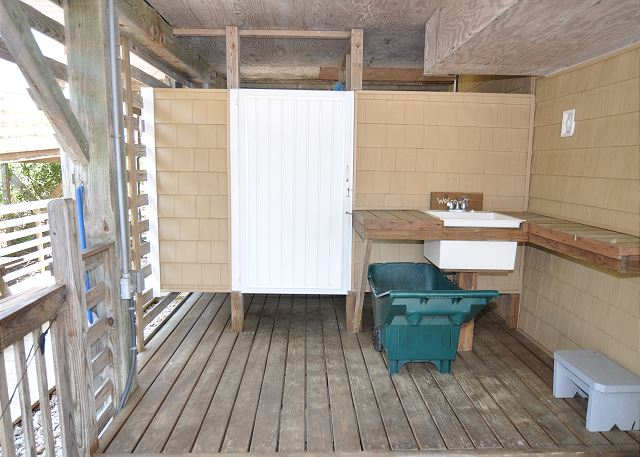 Outdoor Shower, Sink, Beach Tote of Kara's Sandcastle, a 4 bedroom, 2.0 bathroom vacation rental in Corolla, NC