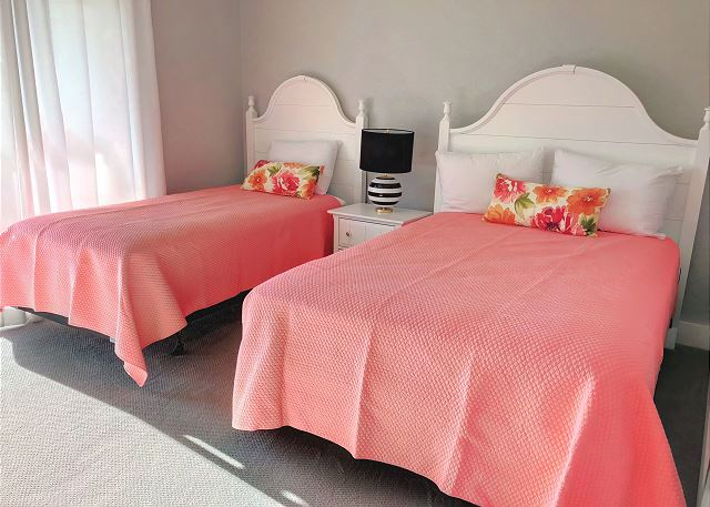 Twin/Full Master Bedroom  of Summer Love, a 6 bedroom, 6.5 bathroom vacation rental in Corolla, NC